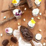 Cupcakes pasquali con frosting al mascarpone e salsa al whisky