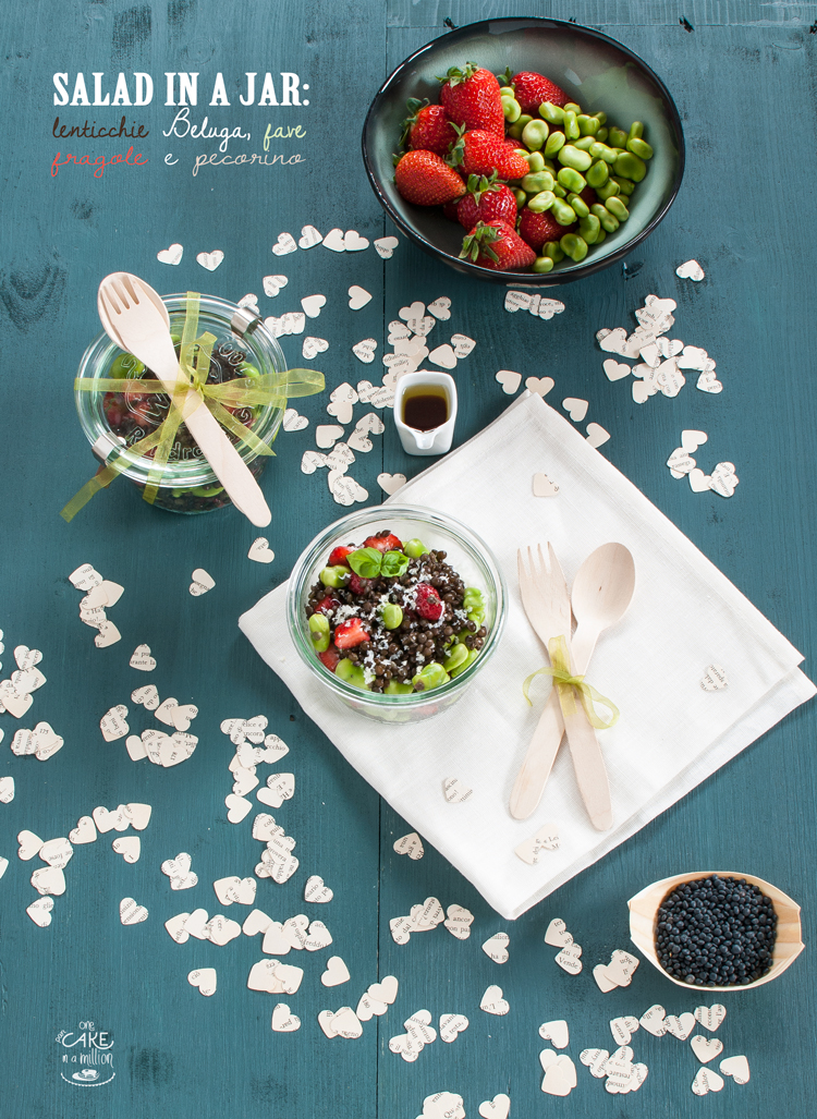 Salad in a jar, lenticchie Beluga, fave, fragole,pecorino, sciroppo d'acero, easy, insalata, schiscetta
