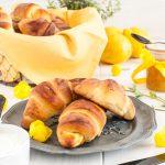 Mini brioches allo yogurt con marmellata  di limone, timo e vaniglia