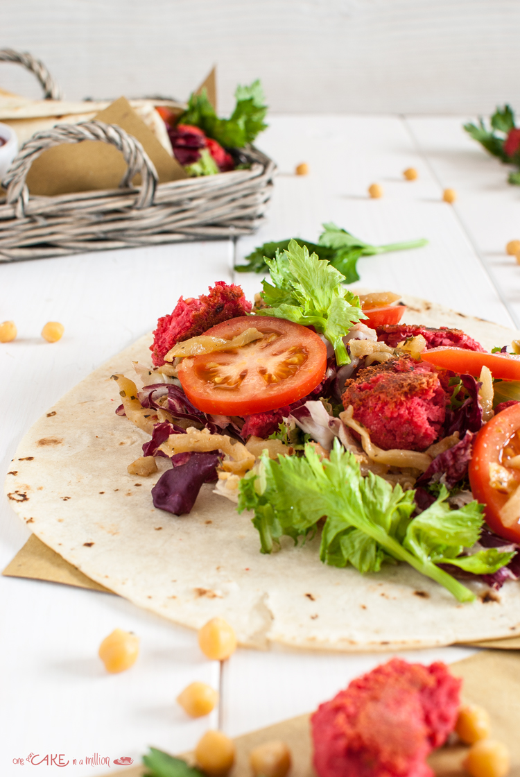 falafel, ceci, barbabietole, rape rosse, pomodori, chutney, pita, piadina, oriental style, green food, veg, vegetariano